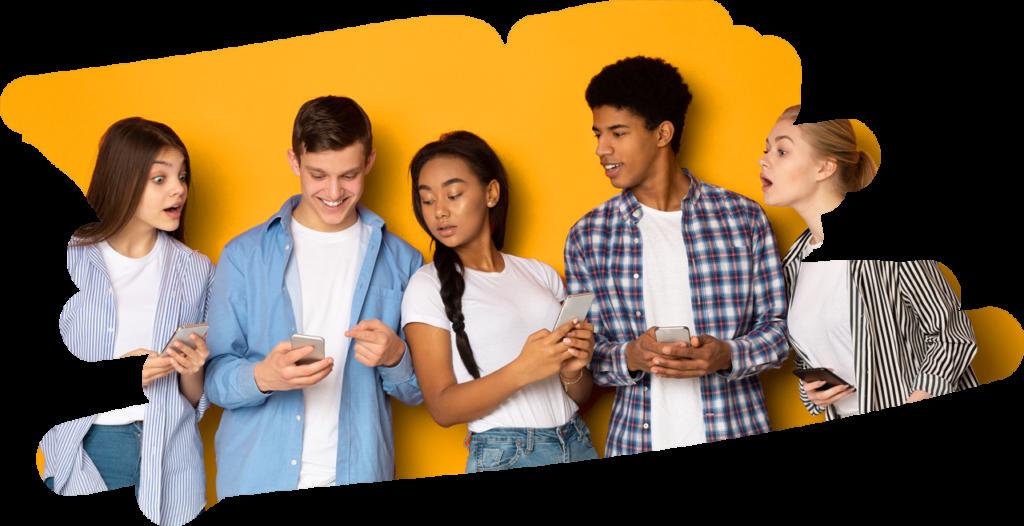 Jugendliche spielen mit dem Handy